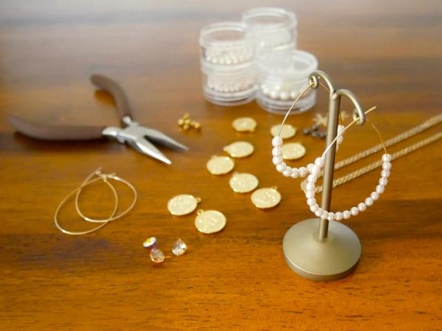 ハンドメイドアクセサリーの材料と道具